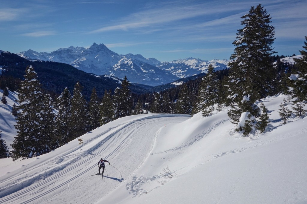 Cross country skiing on the Col de la Croix