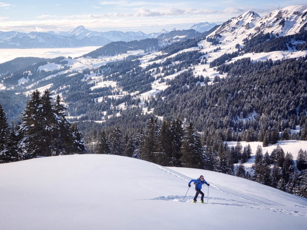 Winter training for cyclists in the Alps: ski touring above Villars/Gryon