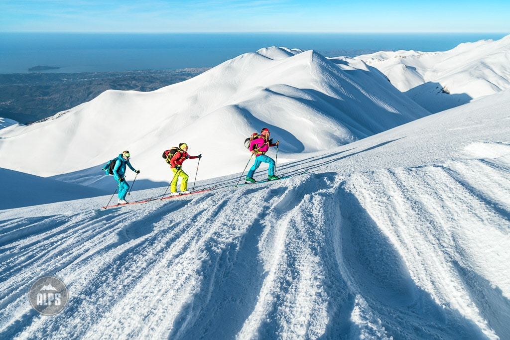 In the winter of 2017, five women traveled to the Greek Island of Crete to do a ski tour in the White Mountains. Ski touring with views to the sea.